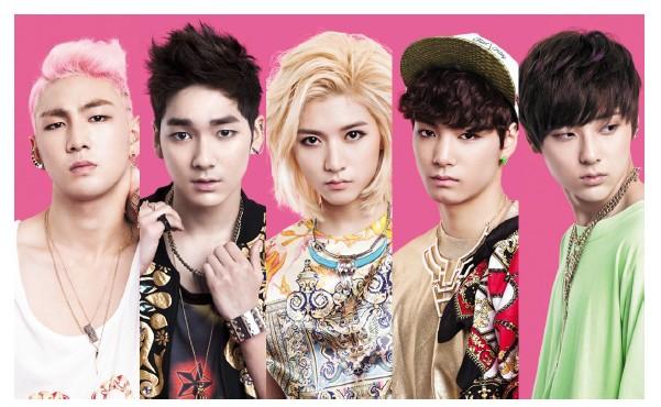 [メンバー](左から)BAEKHO(ボーカル)ARON(ラップ・ボーカル) REN(ボーカル)JR(リーダー・ラップ)MINHYUN(ボーカル) ©So-net Media Entertainment