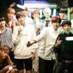"""カラオケは光で楽しむ時代! 11人組K-POPアイドルApeaceが伝授!<br> JOYSOUND直営店のコンセプトルーム """"Color Fes Room""""で 【DJ PIKABON】を100%楽しむ方法"""